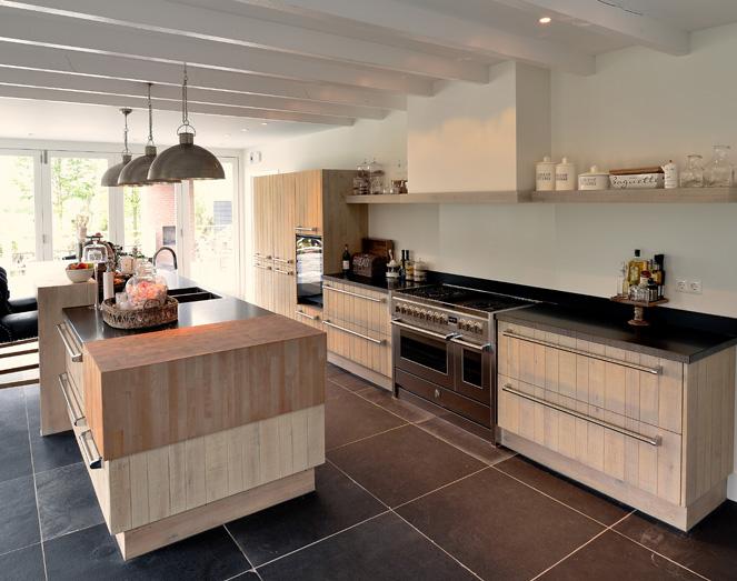 Woning inrichting zekveld uitgevoerd door meuviro interieurbouw - Keuken met wijnkelder ...
