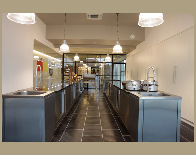 Interieurdesign smet chocolaterie malle door meuviro for Interieur architect vacature