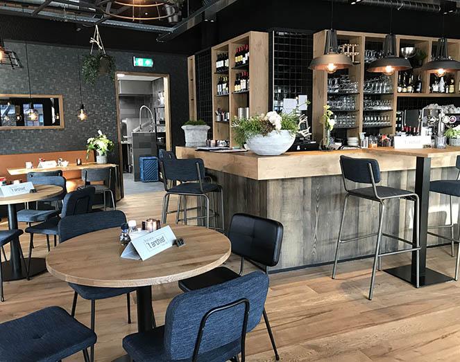 Inrichting brasserie 39 t archief door meuviro interieurbouw - Eigentijdse bar ...